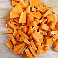 养胃又养颜的南瓜枸杞小米粥的做法图解2