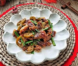 ㊙️年味‼️双椒炒腊鸭腿 咸香味美的做法