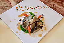 香煎海鲈鱼佐三色菜泥#一起吃西餐#的做法