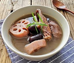 滋阴凉血老鸭莲藕汤的做法