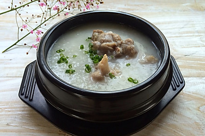 咸猪骨薏米粥