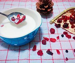 蔓越莓鲜牛奶燕麦粥的做法