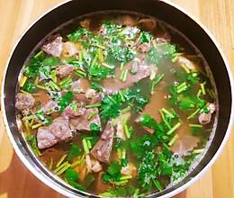 牛杂鸭血汤的做法