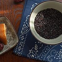 红糖红枣黑米粥的做法图解1