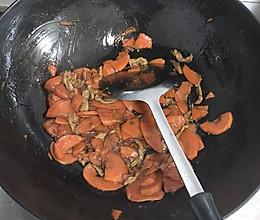 胡萝卜片炒肉丝的做法