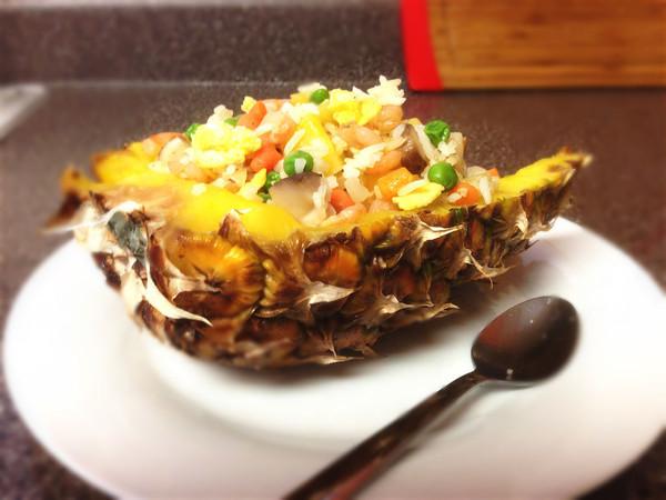 菠萝饭-营养全面能待客的做法