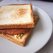 吐司的n种吃法 | 午餐肉滑蛋治