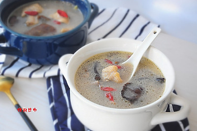 榛蘑三黄鸡煲汤
