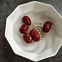 #春季减肥,边吃边瘦#  菠萝薏米银耳汤的做法图解2