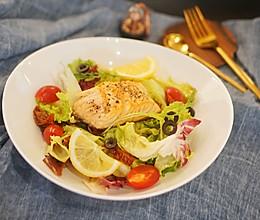 健身食谱 煎三文鱼蔬菜色拉,减脂增肌好帮手的做法