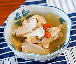 新鲜松茸炖鸡汤的做法