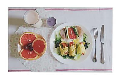 西柚香蕉奶昔绿豆芽小棠菜鸡蛋面粉饼卷西红柿青瓜