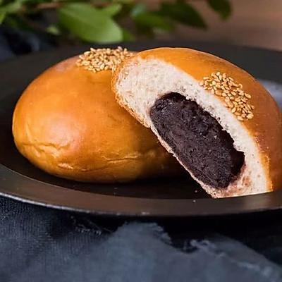 红豆面包:豆沙馅的面包,清新搭配味道妙!