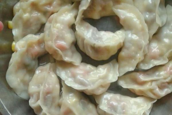广东省年夜饭必备玉米猪肉馅饺子的做法
