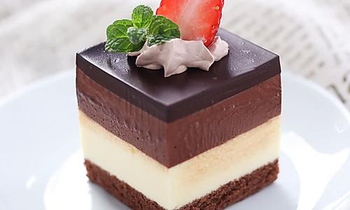三重巧克力蛋糕的做法