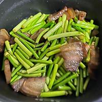蒜苔炒腊肉的做法图解6