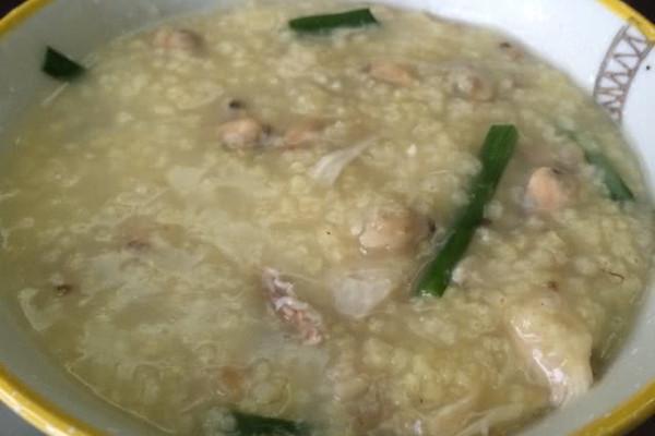 鸡丝蚬肉小米粥的做法
