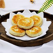 #《风味人间》美食复刻大挑战#洋葱猪肉香菜发面馅饼