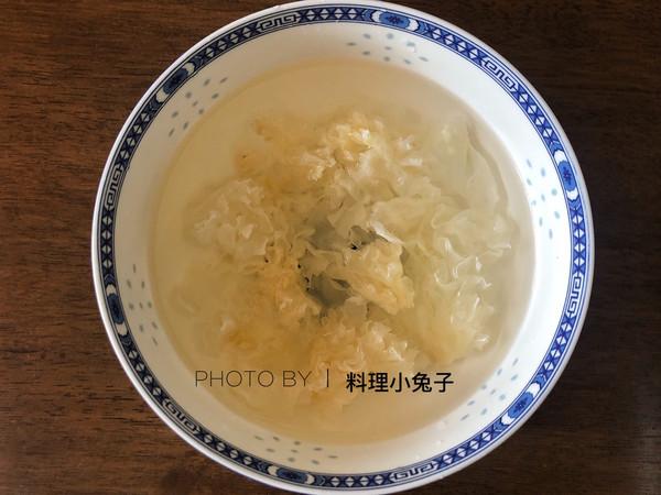 银耳莲子雪梨汤