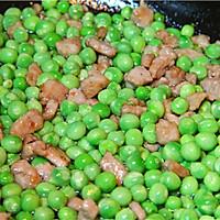 初夏的清新滋味,小豌豆炒肉丁的做法图解4