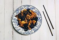 #硬核菜谱制作人#木耳炒鸡块的做法