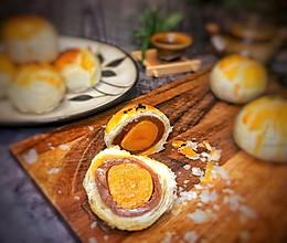 #换着花样吃早餐#没有人可以拒绝的:莲蓉蛋黄酥的做法