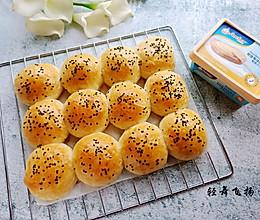 黄油小餐包+#安佳黑科技易涂抹软黄油#的做法