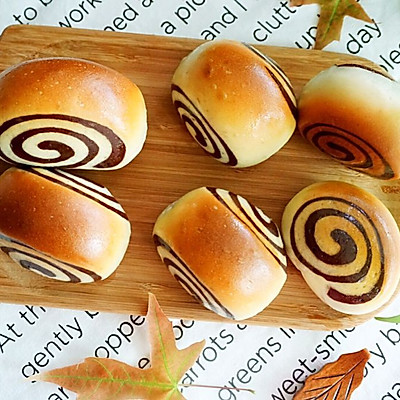 萌动的双色蜂蜜面包卷