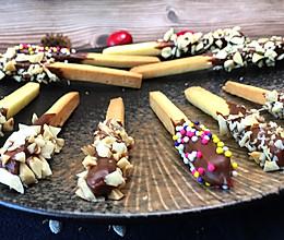 Pocky巧克力饼干条,甜蜜巧克力,裹上香脆果仁,入口嘎嘣脆的做法
