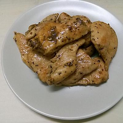 低脂香煎黑椒鸡胸肉减肥餐