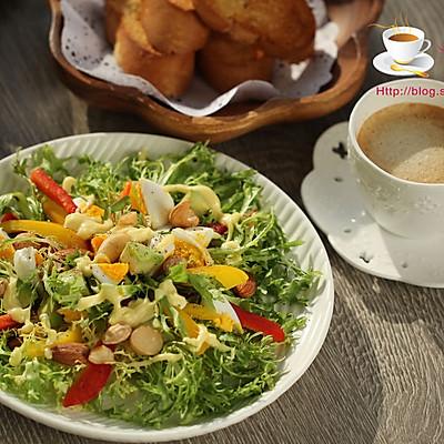 鸡蛋牛油果苦菊沙拉VS烤面包