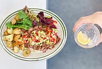煎牛排佐牛油果番茄酱配迷迭香烤小土豆—快手西餐系列的做法