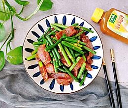 蒜苔炒腊肠#太太乐鲜鸡汁玩转健康快手菜#的做法