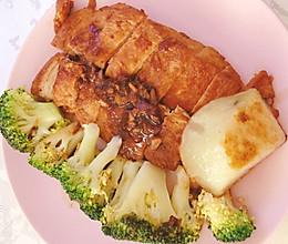 #餐桌上的春日限定#㊙️怎么煎都不老的蒜香鸡胸肉的做法