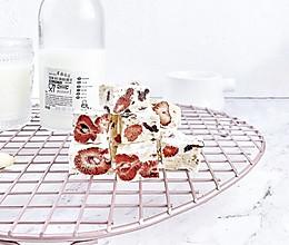 #新年自制伴手礼,红红火火一整年!#网红草莓雪花酥的做法