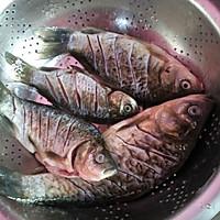 下饭菜~红烧鲫鱼。的做法图解2