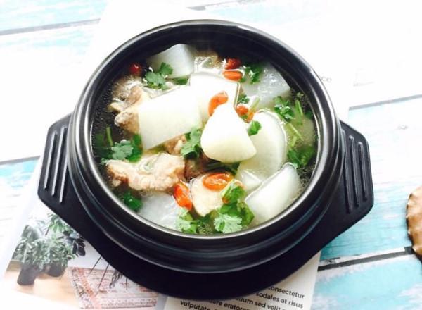 白萝卜筒骨汤的做法