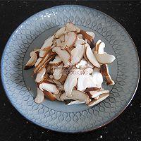 香菇腊肠焖饭的做法图解2