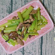 极鲜版芹菜蘑菇炒肉
