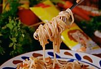 #以美食的名义说爱她#番茄牛肉酱鱼面的做法