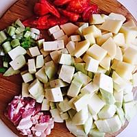 五花肉炖土豆茄子的做法图解2