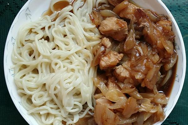夏季一人食 - 无油低脂洋葱鸡胸肉日式盖浇的做法