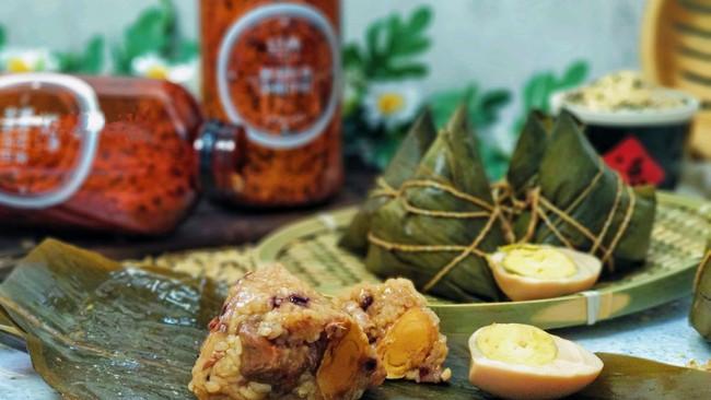 #夏日撩人滋味#牛肉蛋黄杂粮粽的做法
