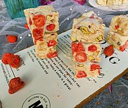 #春季食材大比拼#草莓雪花酥的做法