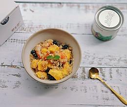 藜麦虾仁水果沙拉的做法