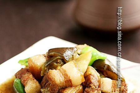五花肉炖茄子土豆的做法