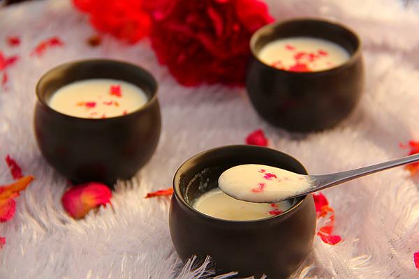 玫瑰姜撞奶的做法