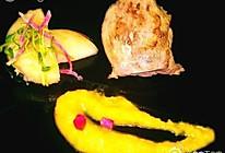 油封鸭腿配南瓜泥和烤桃子的做法