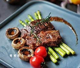 4分钟教你用超市买的普通牛肉,煎出大厨级的鲜嫩多汁牛排的做法