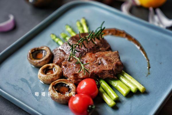 4分钟教你用超市买的普通牛肉,煎出大厨级的鲜嫩多汁牛排